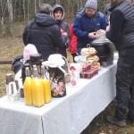 Frukostbuffé från Tjällmo Gästgiveri serverad i det gröna efter orrskådningen